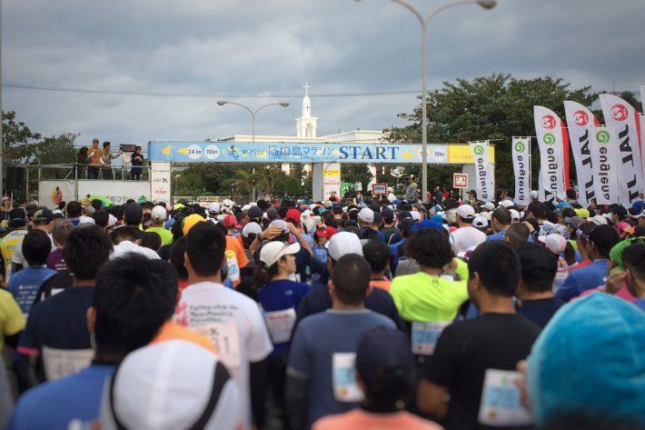 スタート前の行列です。ちなみに,フルマラソン・24kmと同時スタートです。